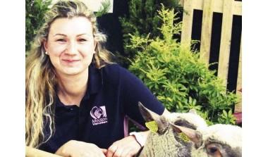 Amélie NIEL, jeune éleveuse d'ovins et de poulets bio